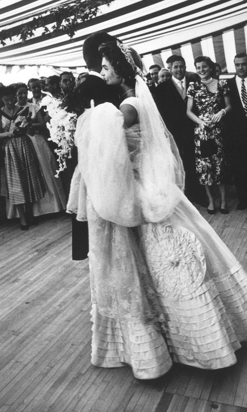 Random wedding week thursday the kennedy wedding i for Jackie kennedy wedding dress